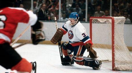 UNIONDALE, NY - CIRCA 1980: Goaltender Billy Smith