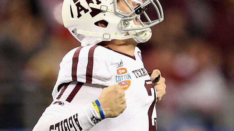 Texas A&M's Johnny Manziel celebrates a touchdown against