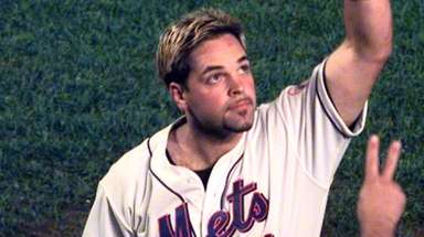 Mike Piazza gestures to the crowd after hitting