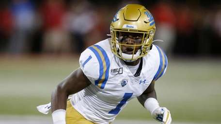 UCLA defensive back Darnay Holmes (1) during an