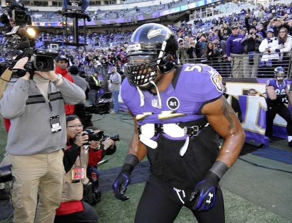 Baltimore Ravens inside linebacker Ray Lewis comes on