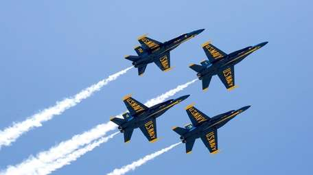 The U.S. Blue Angels take rehearse in for