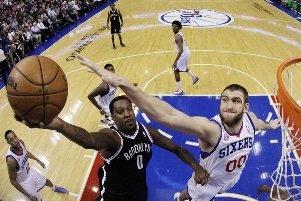 Andray Blatche shoots against Philadelphia 76ers center Spencer