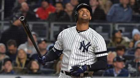 Yankees Aaron Hicks (31) reacts in the fourth