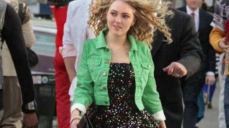 AnnaSophia Robb as Carrie Bradshaw in