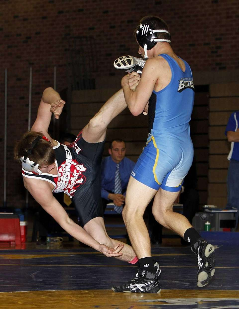 Hauppauge's Austin Munro uses a leg lift to