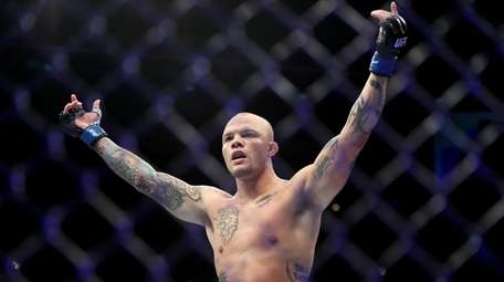 Anthony Smith reacts after defeating Rashad Evans by