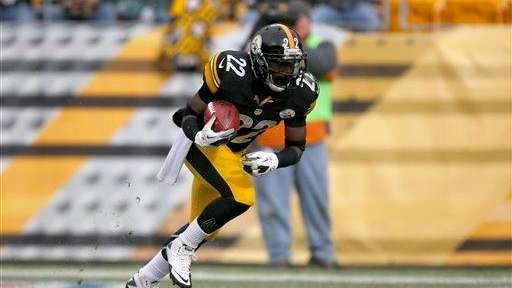 Pittsburgh Steelers running back Chris Rainey returns a