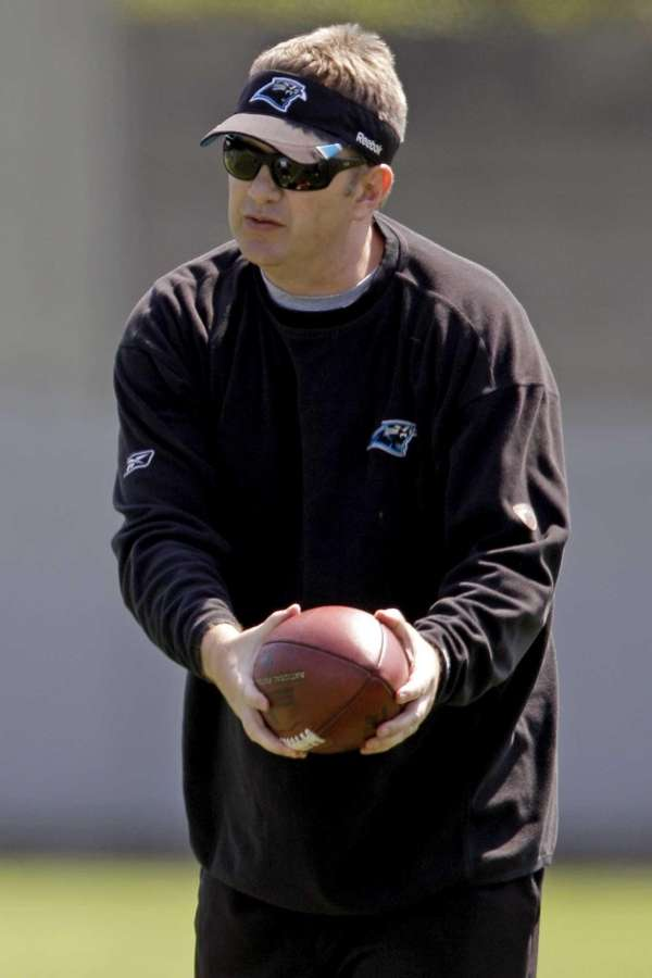 Carolina Panthers offensive coordinator Rob Chudzinski instructs players