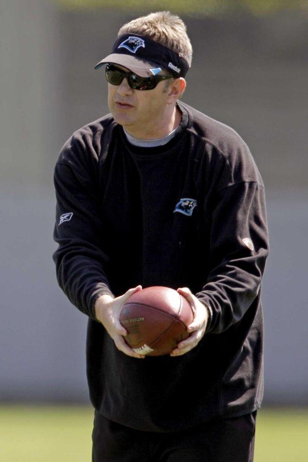 Carolina Panthers offensive coordinator Rob Chudzinski instructs players