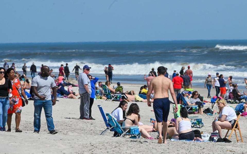 Beachgoers on field 2 at Robert Moses State