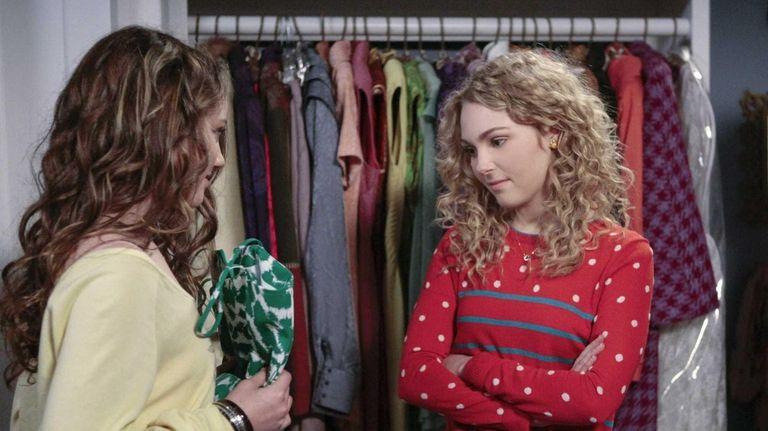 AnnaSophia Robb, left, stars as Carrie Bradshaw in