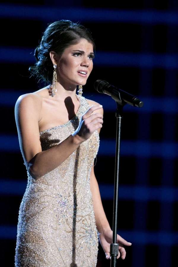 "Miss Maryland Joanna Guy sang ""I Dreamed a"