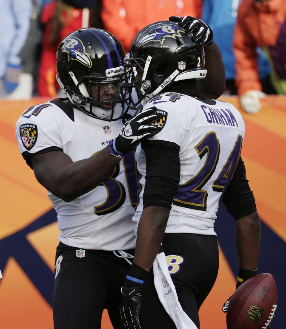 Baltimore Ravens strong safety Bernard Pollard congratulates Baltimore