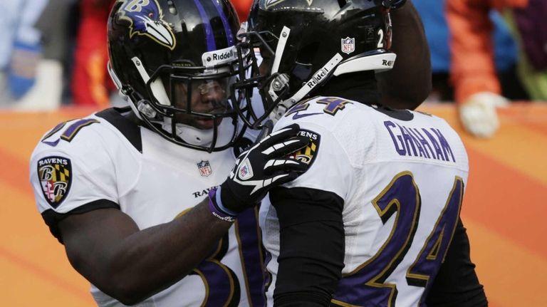 Baltimore Ravens strong safety Bernard Pollard congratulates Baltimore