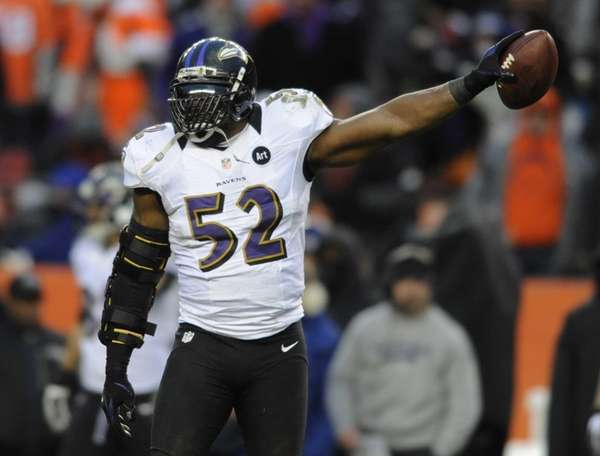 Baltimore Ravens inside linebacker Ray Lewis holds up