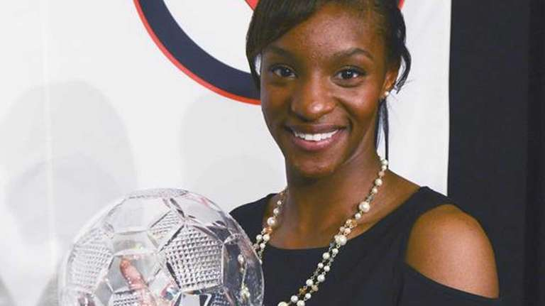 UNC's Crystal Dunn shows off the Missouri Athletic