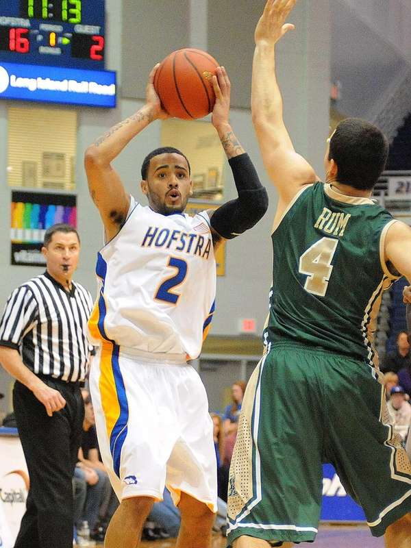 Hofstra's Taran Buie looks to pass around William