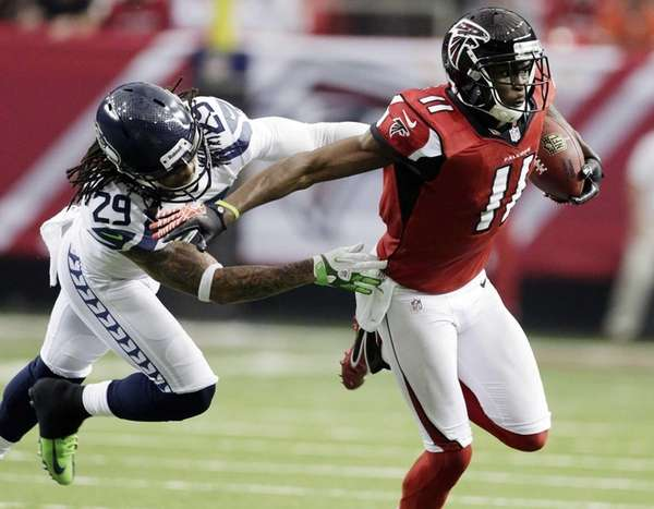 Atlanta Falcons wide receiver Julio Jones tries to
