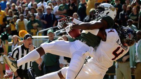 Baylor wide receiver Denzel Mims, left, pulls down