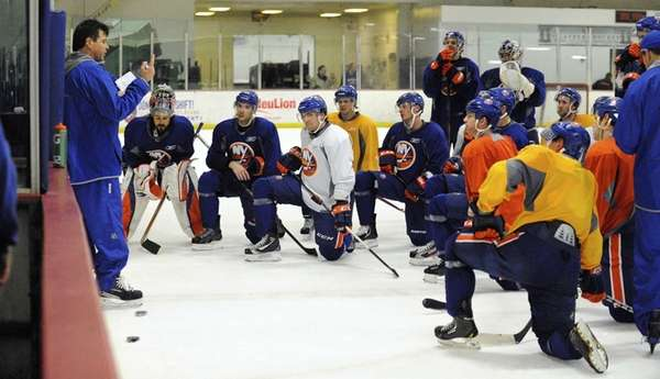 New York Islanders coach Jack Capuano directs his