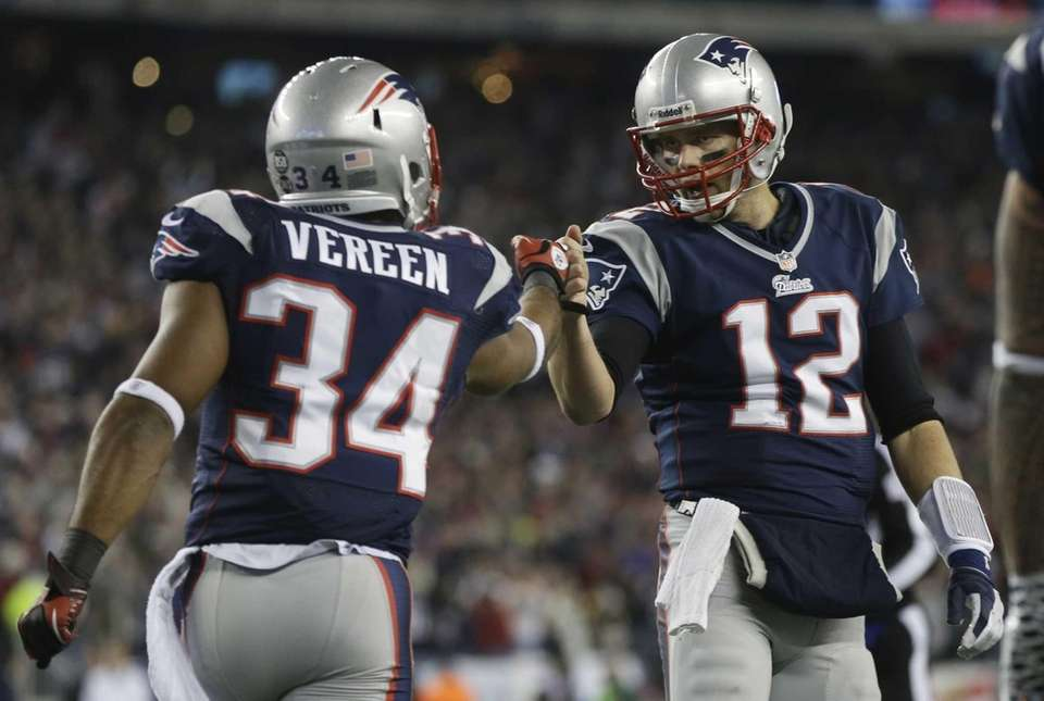 New England Patriots running back Shane Vereen, left,