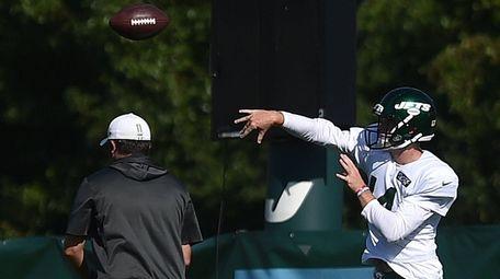 Sam Darnold #14, New York Jets quarterback, throws