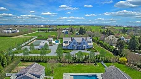 This 11,000-square-foot home for rent in Sagaponack has