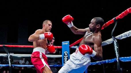 Sergey Kovalev fights Lionell Thompson in a light