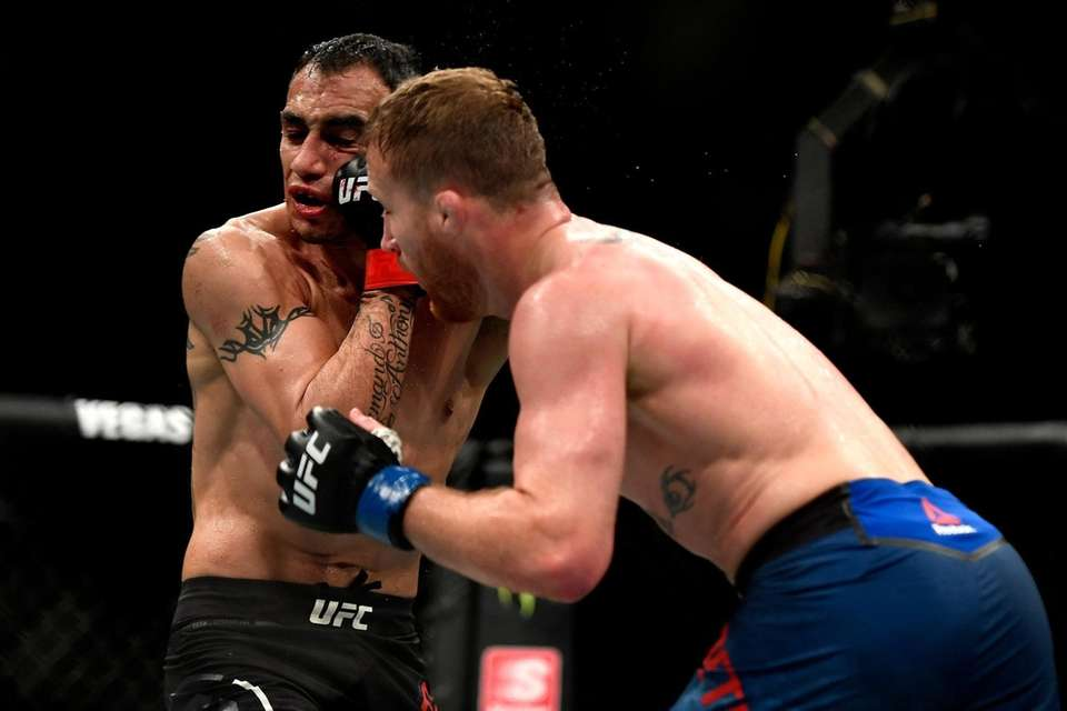Justin Gaethje (R) of the United States punches