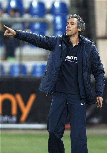 Hungary's Videoton CF coach Paulo Sousa reacts during