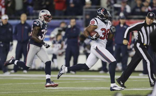 Houston Texans free safety Danieal Manning is chased