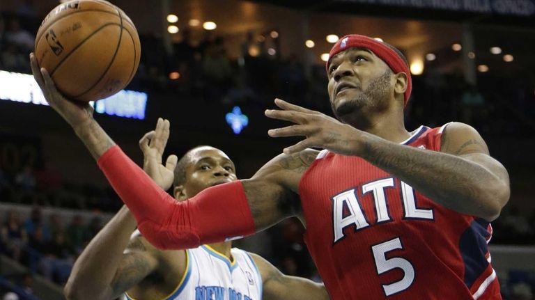 Atlanta Hawks small forward Josh Smith shoots past