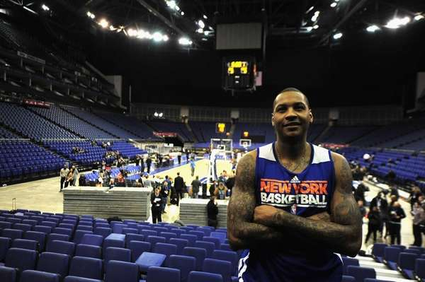 Carmelo Anthony looks on during a Knicks practice