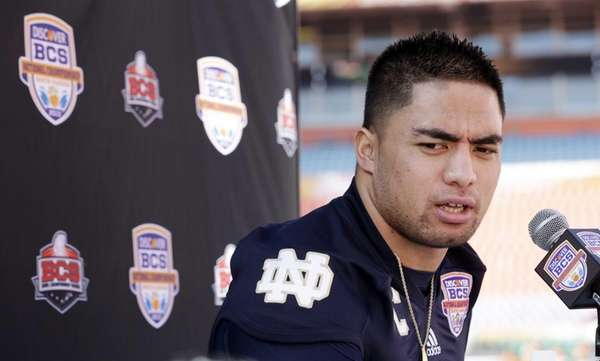 Notre Dame linebacker Manti Te'o answers a question