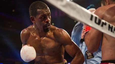 Jamel Herring keeps Juan Pablo Sanchez on the