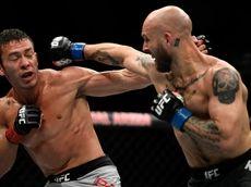 Hunter Azure (L) fights Brian Kelleher (R) in