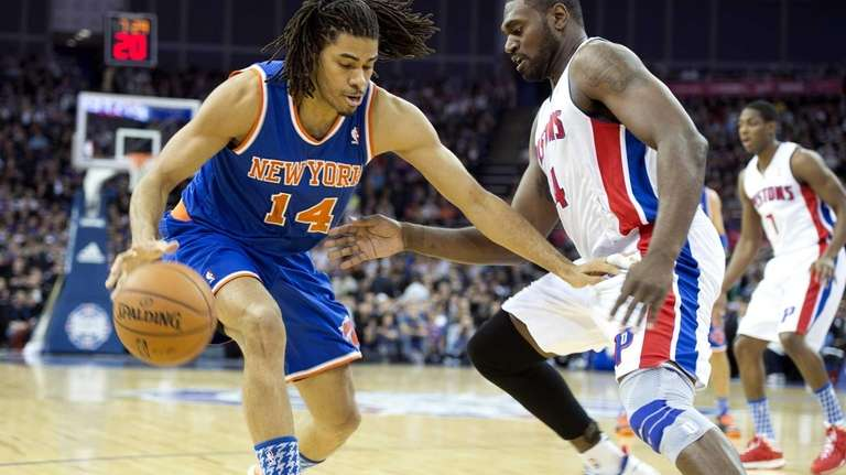 Chris Copeland tries to drive past Detroit Pistons