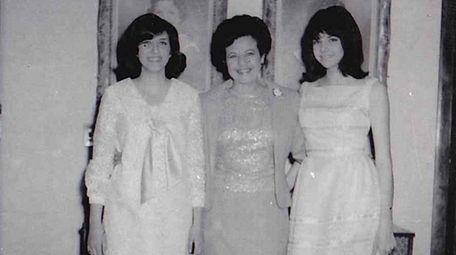Madelynn Schwarz, left, her mother Roberta Landers and