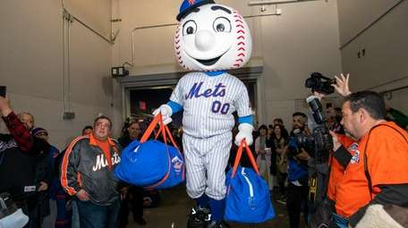 Mr. Met helps load the truck going to