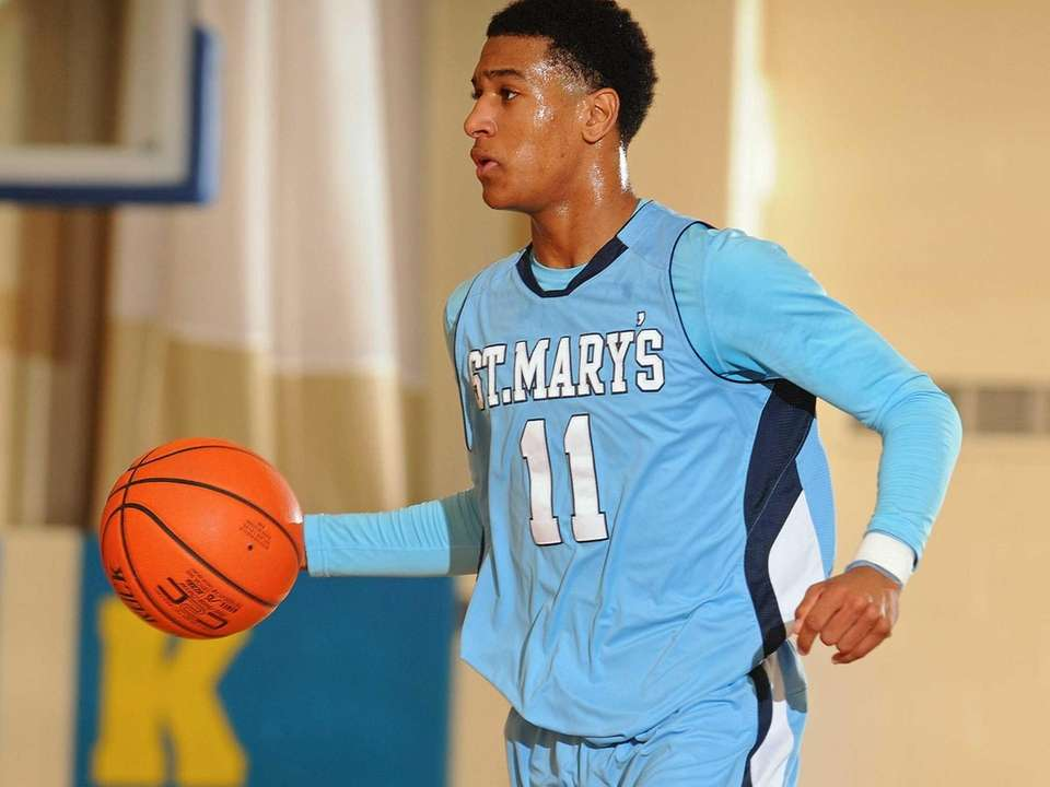 St. Mary's Devonte Green dribbles upcourt in the