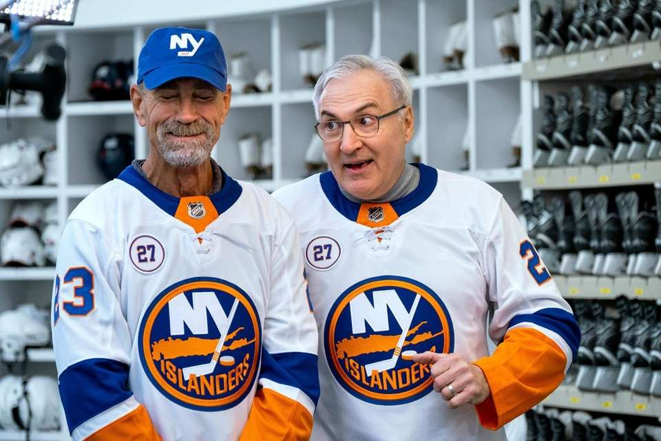 HOLD FOR EMBARGO UNTIL NOTIFIED--Legendary NY Islanders Bob