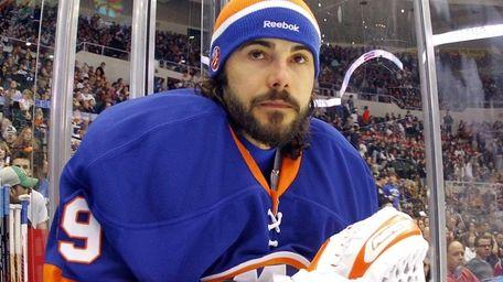 Rick DiPietro of the New York Islanders looks