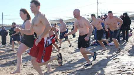 Long Islanders plunge into the Long Island Sound