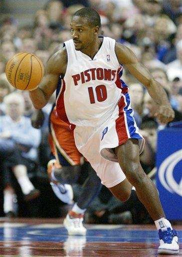 Detroit Pistons' Lindsey Hunter brings the ball up
