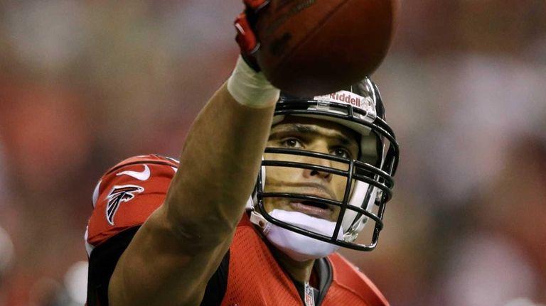Atlanta Falcons' Tony Gonzalez celebrates after his 10-yard