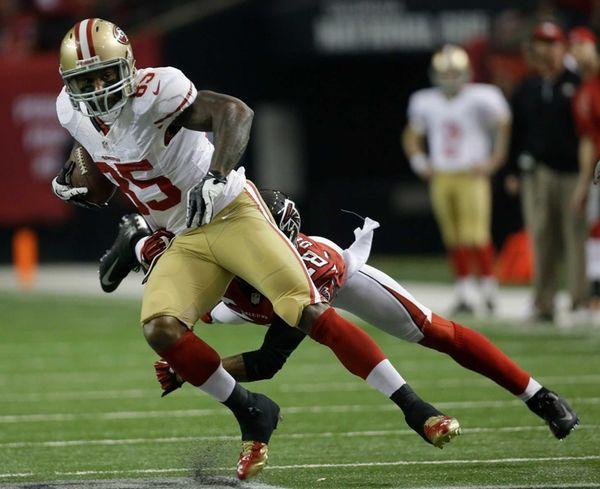 San Francisco 49ers' Vernon Davis (85) catches a