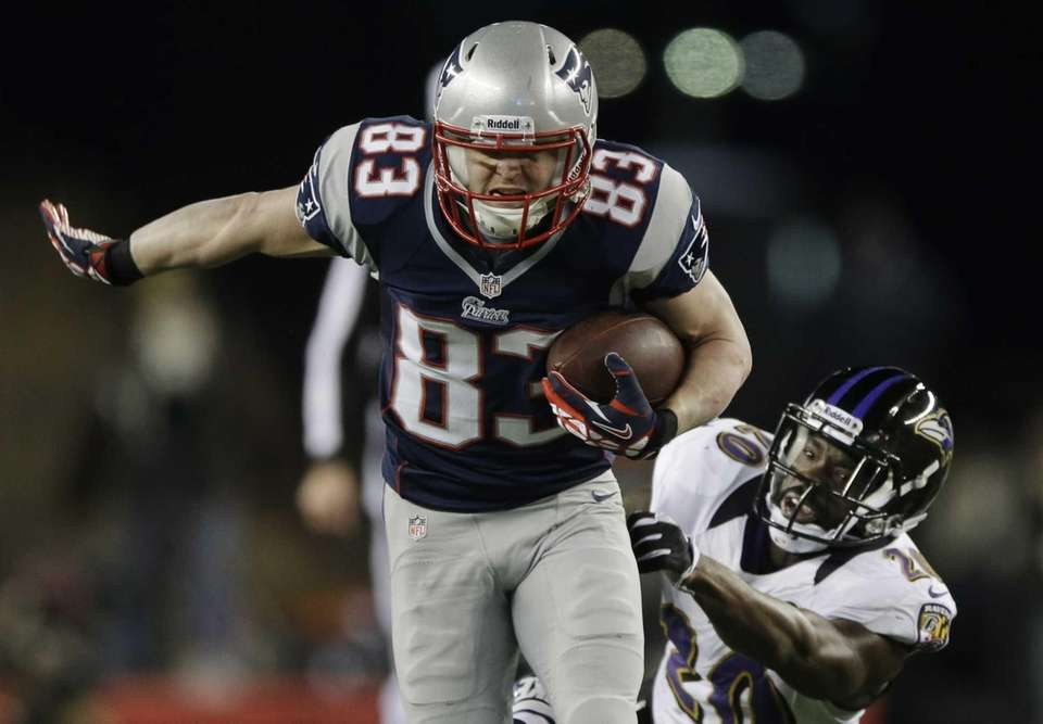 New England Patriots wide receiver Wes Welker runs