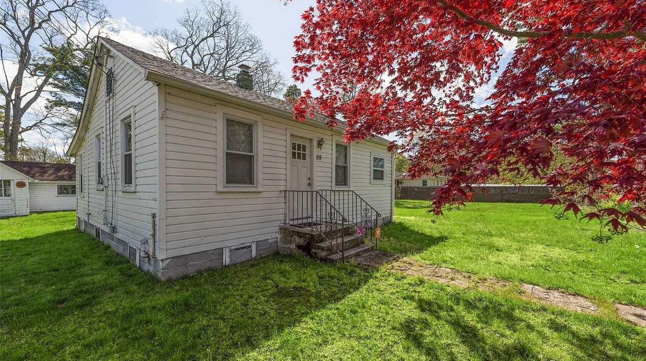 Mastic Beach house on double lot lists for $225,000