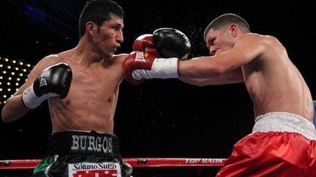 Juan Carlos Burgos (L) fights Roman Martinez in
